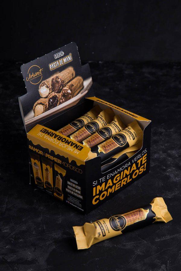 Box de 12 unidades de Arbanit, postre artesanal de cubanitos premium rellenos de pasta de maní